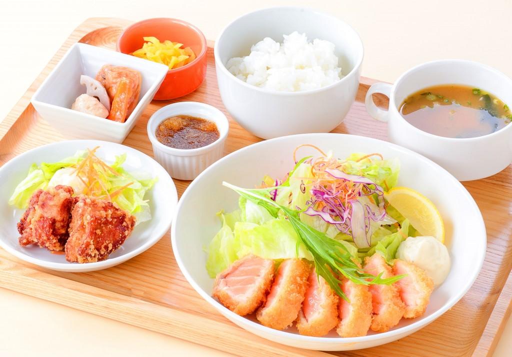 名古屋 BELL's cafe ベルズカフェ様/サーモンレアカツ